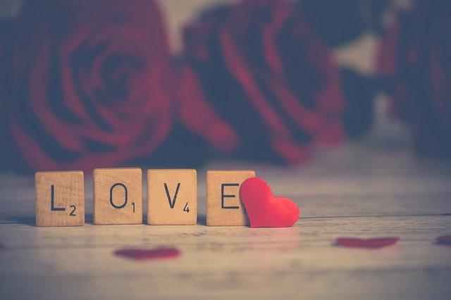 Prabha Jain Surat ने बताई कविता में प्रेम की परिभाषा